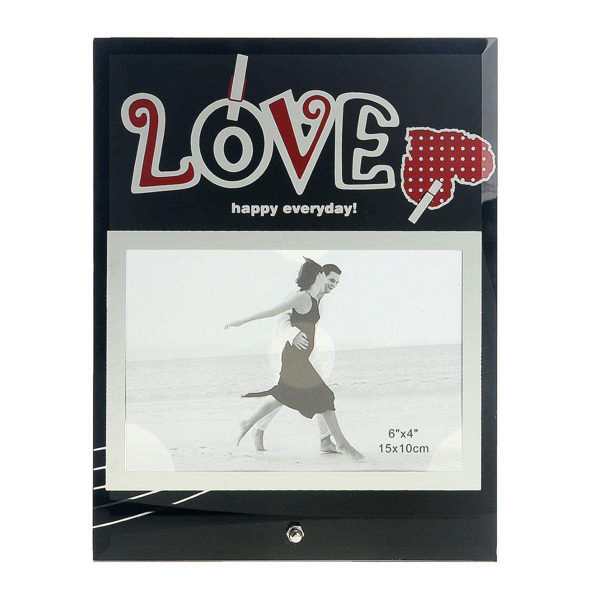 Фоторамка Sima-land Love, цвет: черный, красный, 10 х 15 см845717Декоративная фоторамка Sima-land Love выполнена из стекла и декорирована изображением сердца и надписи на прищепках. Обратная сторона рамки оснащена специальной ножкой, благодаря которой ее можно поставить на стол или любое другое место в доме или офисе. Такая фоторамка украсит ваш интерьер оригинальным образом, а также позволит сохранить память о дорогих вам людях и интересных событиях вашей жизни. С ней вы сможете не просто внести в интерьер своего дома элемент оригинальности, но и создать атмосферу загадочности и изысканности.