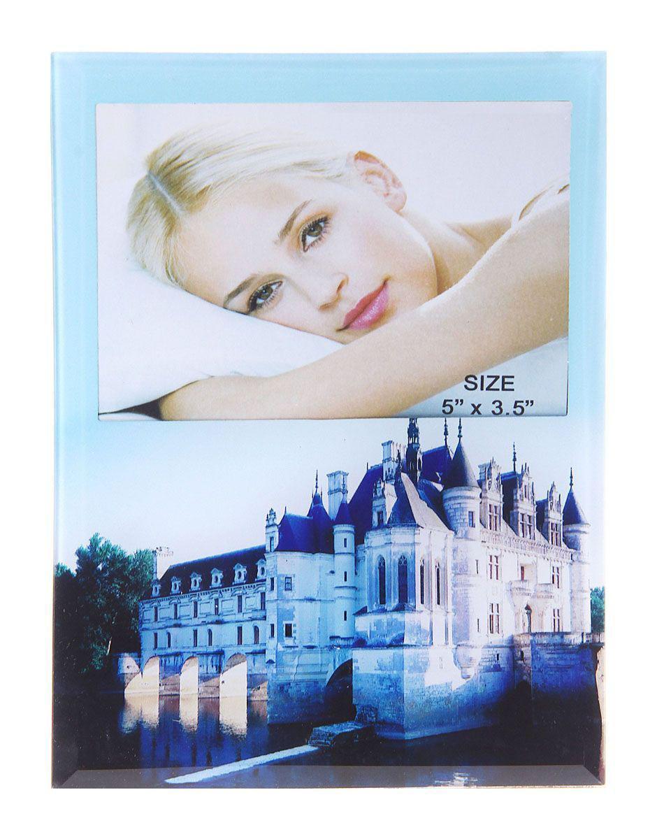 Фоторамка Sima-land Королевский дворец, цвет: голубой, 9 х 13 см480386Декоративная фоторамка Sima-land Королевский дворец выполнена из стекла и декорирована изображением красивого дворца. Обратная сторона рамки оснащена специальной ножкой, благодаря которой ее можно поставить на стол или любое другое место в доме или офисе. Такая фоторамка украсит ваш интерьер оригинальным образом, а также позволит сохранить память о дорогих вам людях и интересных событиях вашей жизни. С ней вы сможете не просто внести в интерьер своего дома элемент оригинальности, но и создать атмосферу загадочности и изысканности.