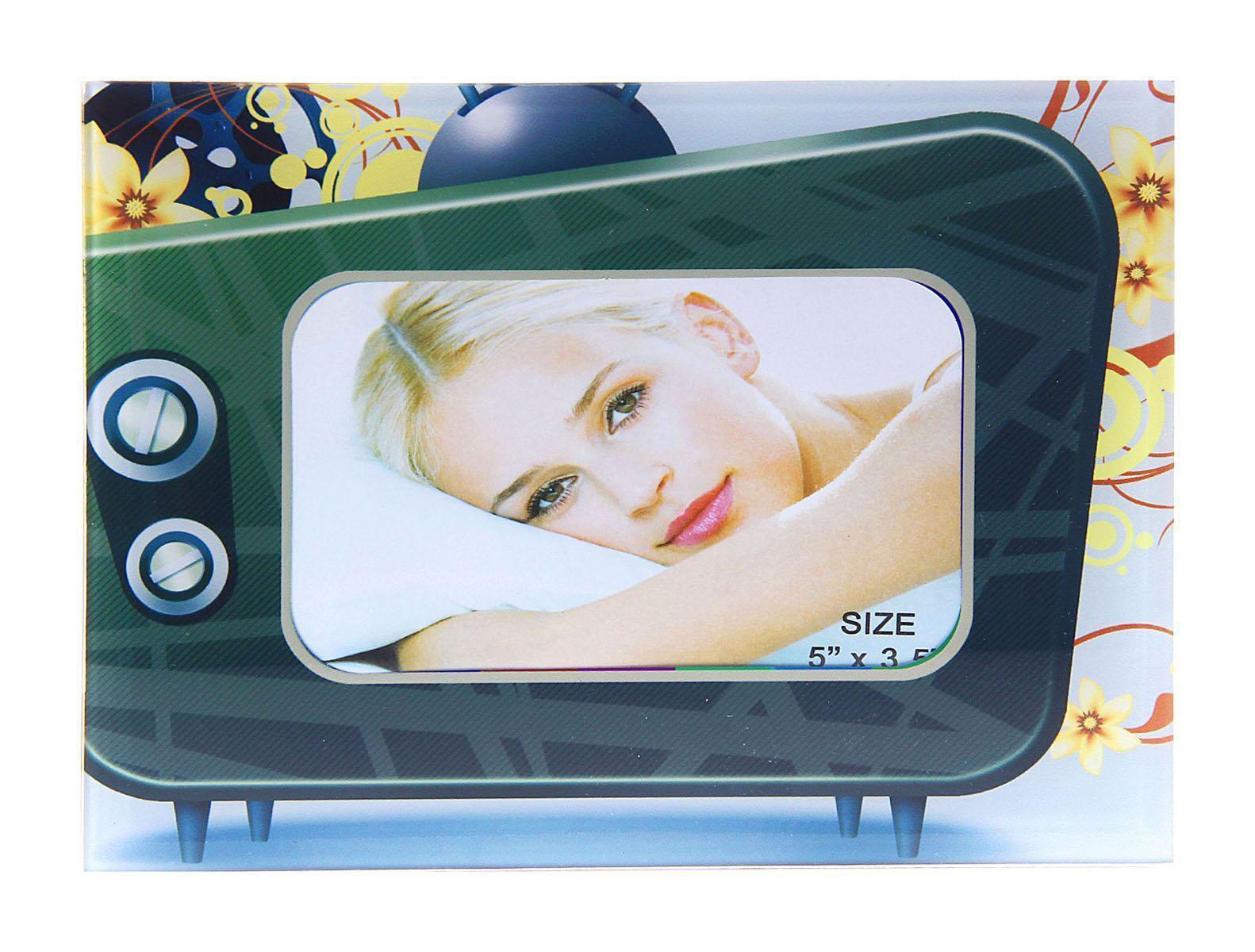 Фоторамка Sima-land Телевизор, 9 х 13 см133411Фоторамка Sima-land Телевизор - сувенир в полном смысле этого слова. В переводе с французского souvenir означает «воспоминание». И главная задача любого сувенира – хранить воспоминание о месте, где вы побывали, или о том человеке, который подарил данный предмет.