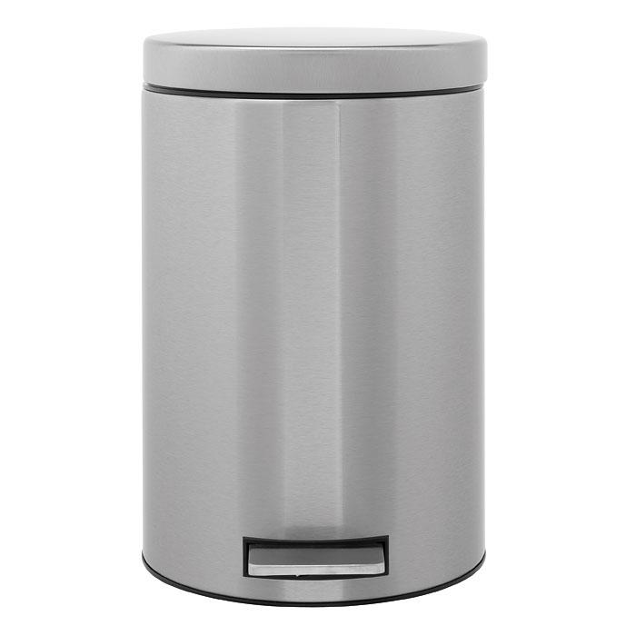 Ведро для мусора Brabantia, с педалью, 12 л. 288524-BR288524-BRВедро для мусора Brabantia, выполненное из стали и пластика, обеспечит долгий срок службы и легкую чистку. Ведро оснащено педалью, с помощью которой можно открывать крышку. Пластиковая основа ведра предотвращает повреждение пола. Внутренняя часть - пластиковое ведерко с металлической ручкой, которое легко можно вынуть. В комплект входят пакеты для ведра. Ведро Brabantia поможет вам держать мусор в порядке и предотвратит распространение неприятного запаха. Диаметр ведра: 25 см. Высота ведра: 39 см. Объем: 12 л.
