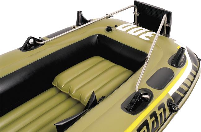 Транец навесной Jilong, для лодок серии FishmanJL29R127NНавесной транец Jilong используется с надувными лодками серии Fishman. Особенности: Пластиковый кронштейн Стальные держатели Для моторов до 3 л. с.