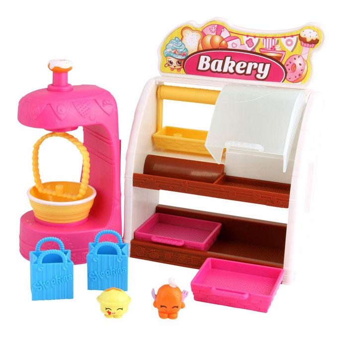 Игровой набор Shopkins Пекарня56009/ast56051(56009, 56010, 56014)Игровые наборы Shopkins в ассортименте – это комплекты забавных маленьких персонажей и аксессуаров, которые делают игру еще увлекательнее. Шопкинсы – это малыши-овощи и фрукты, которые любят ходить за покупками. Зайди вместе с ними в пекарню или мини-маркет. Полки, стеллажи и корзины делают игру «в магазин» особенно реалистичной.@# Этот игровой набор порадует любого ребенка и способствует развитию мелкой моторики руки, а также внимательности и усидчивости.@# В комплект входят: фигурки Shopkins, аксессуары и буклет. @# Игровой набор изготовлен из материалов, безопасных для здоровья ребенка.@# Предназначено для детей от 5 лет.
