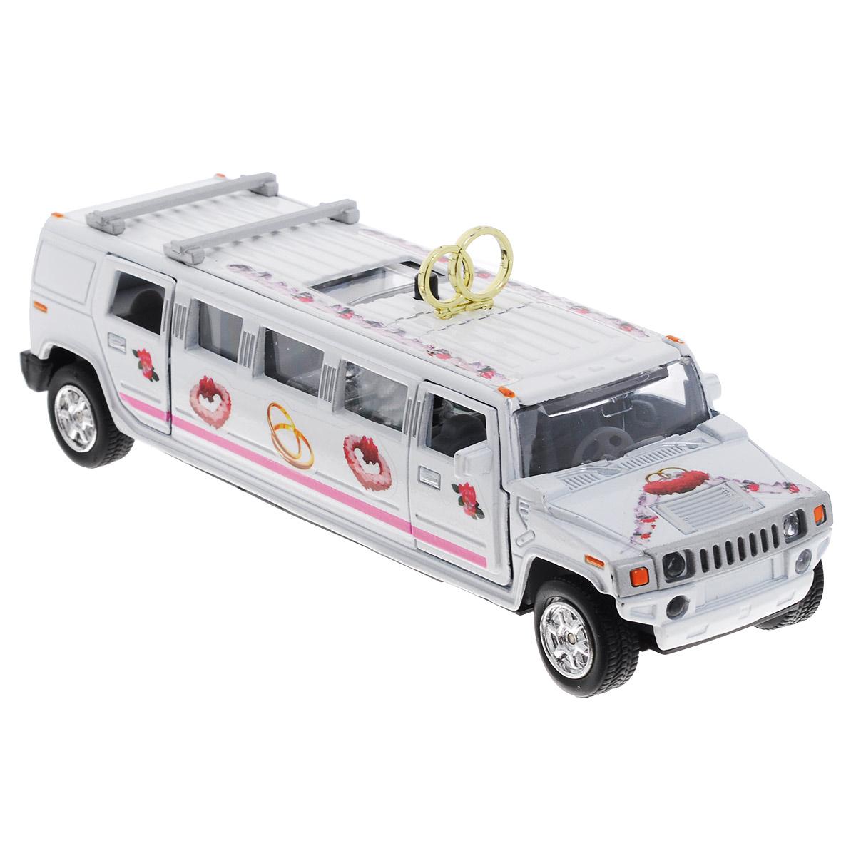 ТехноПарк Машинка инерционная Hummer Свадебный лимузинCT10-105-HМашинка ТехноПарк Hummer: Свадебный лимузин, выполненная из пластика и металла в виде лимузина, станет любимой игрушкой вашего малыша. Игрушка представляет собой модель свадебного лимузина марки Hummer. Передние и задние дверцы, а также люк на крыше открываются. При нажатии кнопки на крыше машинки подсвечивается салон и звучит веселая мелодия или звук работающего двигателя. Игрушка оснащена инерционным ходом. Машинку необходимо отвести назад, затем отпустить - и она быстро поедет вперед. Прорезиненные колеса обеспечивают надежное сцепление с любой гладкой поверхностью. Ваш ребенок будет часами играть с этой игрушкой, придумывая различные истории. Порадуйте его таким замечательным подарком! Машинка работает от батареек (товар комплектуется демонстрационными).