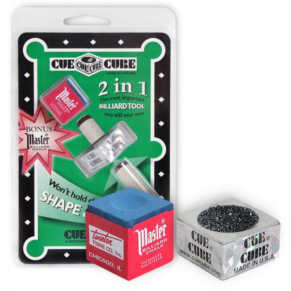 Инструмент для обработки наклейки Cue Cube, с мелком06614Двусторонний инструмент Cue Cube выполнен из прочного металла с использованием карбида кремния в качестве абразива с неограниченным сроком службы. Одна сторона инструмента предназначена для придания наклейке правильной сферической формы. Другая - для обработки наклейки с целью придания ей шероховатой поверхности, на которой лучше держится мел. Это обеспечивает лучшее соприкосновение с шаром в момент удара, значительно снижая вероятность кикса. В комплект входит бильярдный мел Master синего цвета.