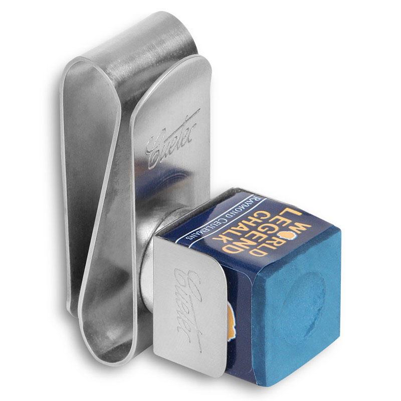 Держатель для бильярдного мела Cuetec, магнитный04631Держатель для мела от известной своими инновациями в производстве бильярдных киев и аксессуаров компании Cuetec изготовлен из металла. Мел, установленный в специальную клипсу, крепится к зажиму посредством магнита.