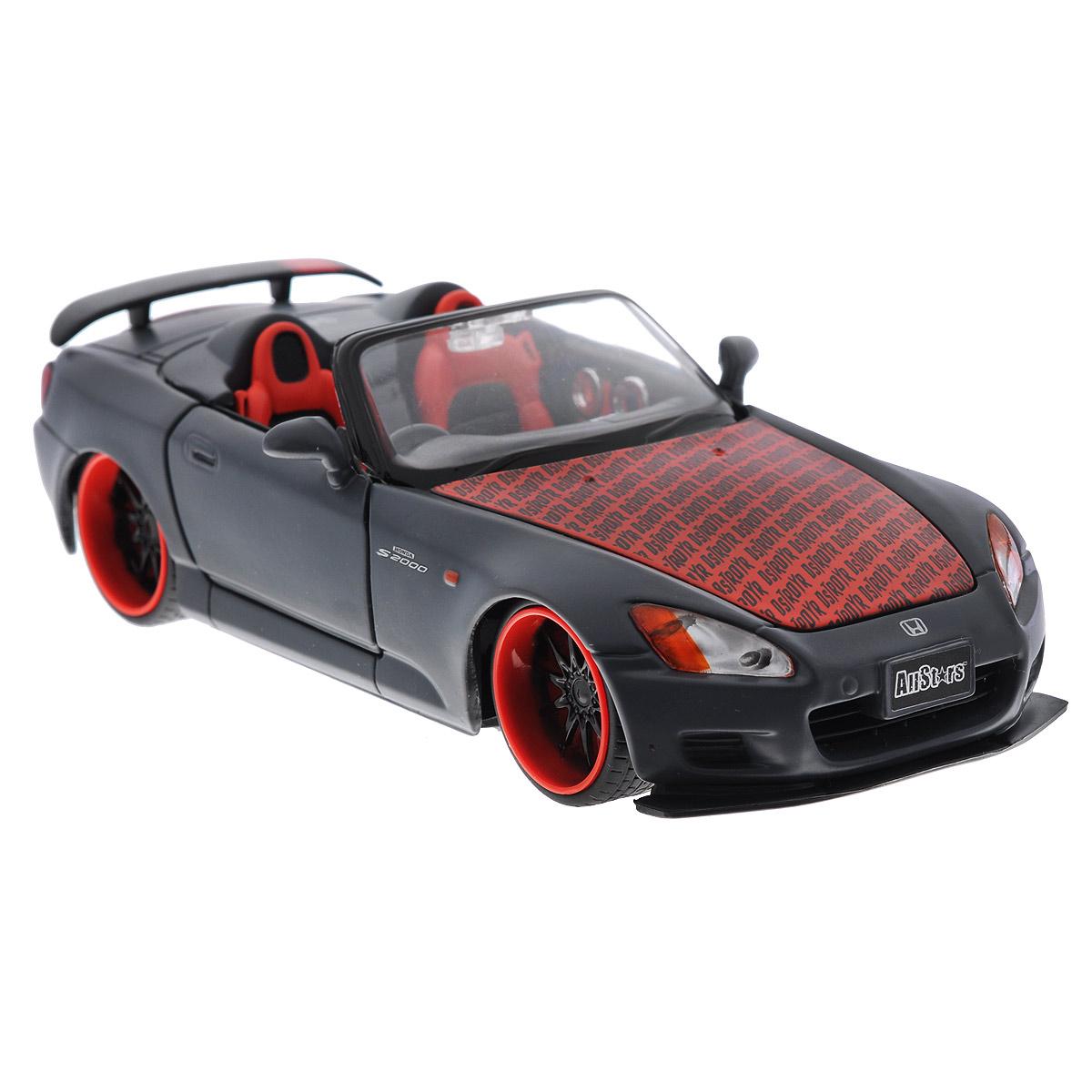 Maisto Модель автомобиля Honda S200032098Коллекционная модель Maisto Honda S2000 - миниатюрная копия настоящего автомобиля. Стильная модель автомобиля привлечет к себе внимание не только детей, но и взрослых. Модель имеет литой металлический корпус с высокой детализацией двигателя, интерьера салона, дисков, протекторов, выхлопной системы, оснащена колесами из мягкой резины. У машинки открываются дверцы кабины и капот. Игрушка в точности повторяет модель оригинальной техники, подробная детализация в полной мере позволит вам оценить высокую точность копии этой машины! Такая модель станет отличным подарком не только любителю автомобилей, но и человеку, ценящему оригинальность и изысканность, а качество исполнения представит такой подарок в самом лучшем свете.