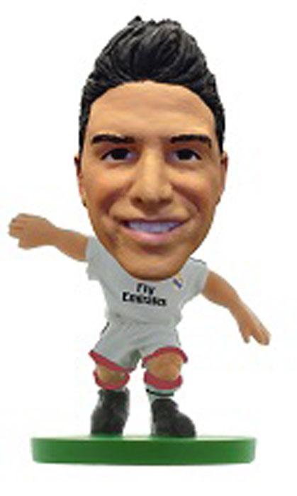 Soccerstarz Фигурка футболиста FC Real Madrid James401114Фигурка в виде Хамеса Родригеса, игрока испанского футбольного клуба Real Madrid, выполнена из безопасного пластика. Роспись ручной работы точно отражает детали формы клуба данного сезона, номер и фамилию футболиста. Фигурка футболиста Хамеса Родригеса придется по душе поклоннику футбольного клуба Реал Мадрид и станет идеальным подарком для коллекционеров - поклонников футбола.