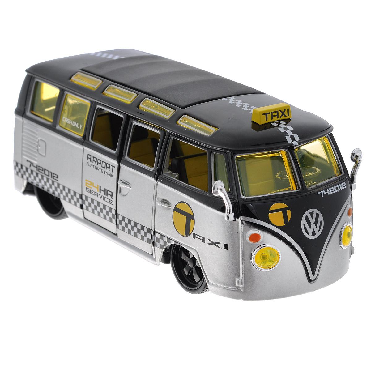 Maisto Модель автомобиля Volkswagen Van Samba31364Коллекционная модель Maisto Volkswagen Van Samba - миниатюрная копия настоящего автомобиля. Стильная модель автомобиля привлечет к себе внимание не только детей, но и взрослых. Модель имеет литой металлический корпус с высокой детализацией двигателя, интерьера салона, дисков, протекторов, выхлопной системы, оснащена колесами из мягкой резины. У машинки открываются дверцы фургона, сгибаются спинки кресел внутри салона. Игрушка в точности повторяет модель оригинальной техники, подробная детализация в полной мере позволит вам оценить высокую точность копии этой машины! Такая модель станет отличным подарком не только любителю автомобилей, но и человеку, ценящему оригинальность и изысканность, а качество исполнения представит такой подарок в самом лучшем свете.