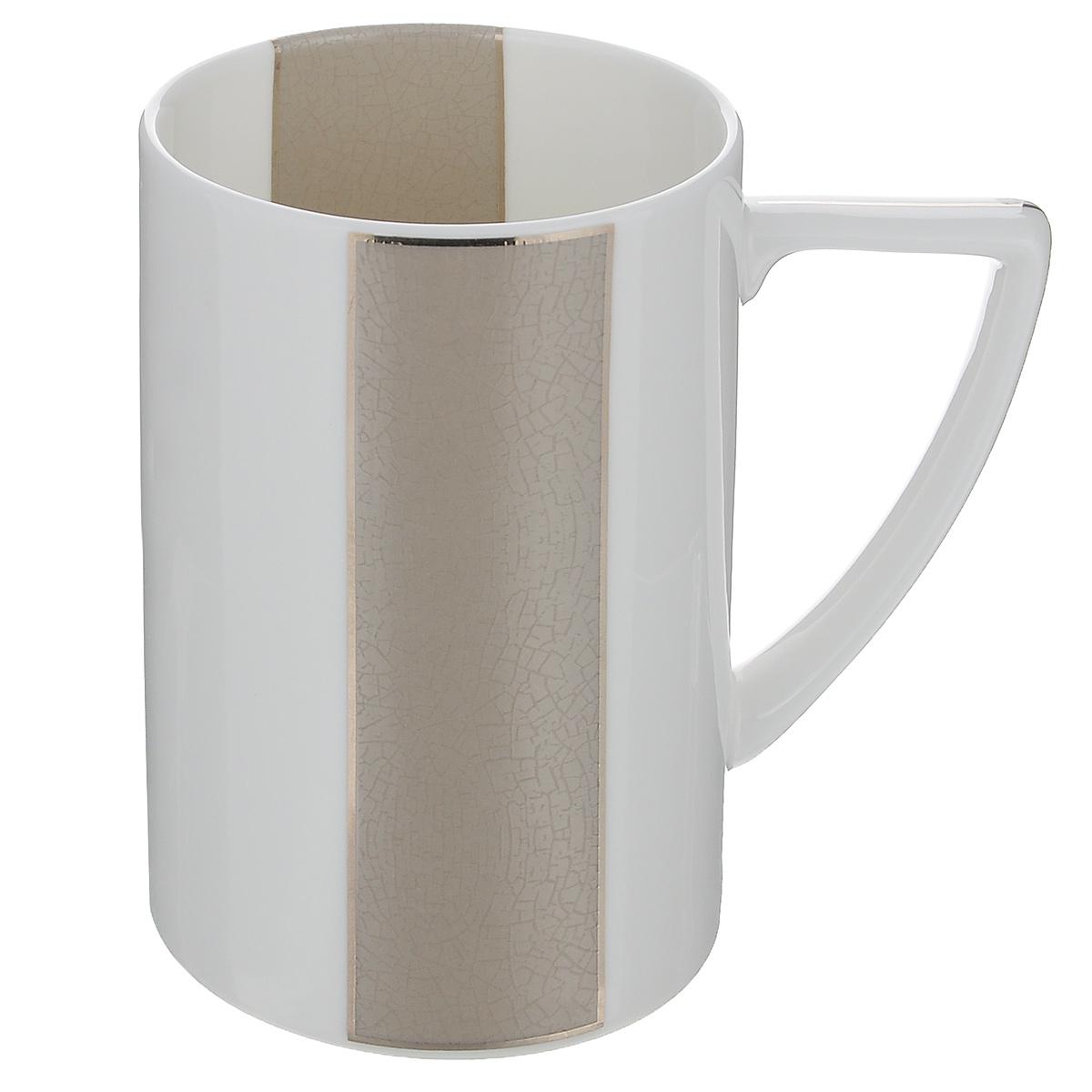 Кружка Royal Porcelain Шайн, цвет: белый, серый, 380 мл9034/3431Кружка Royal Porcelain Шайн, выполненная из высококачественного костяного фарфора, декорирована цветными вставками и серебристой эмалью. Изделие оснащено удобной ручкой. Основными достоинствами изделий из костяного фарфора являются прочность и абсолютно гладкая глазуровка. Кружка сочетает в себе оригинальный дизайн и функциональность. Благодаря такой кружке пить напитки будет еще вкуснее. Кружка Royal Porcelain Шайн согреет вас долгими холодными вечерами. Не рекомендуется использовать в посудомоечной машине и микроволновой печи. Объем: 380 мл. Диаметр (по верхнему краю): 7,5 см. Высота кружки: 11 см.