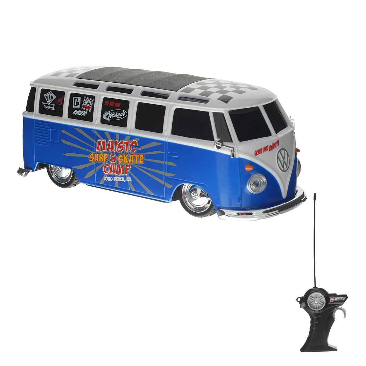 Maisto Радиоуправляемая модель Volkswagen Van Samba цвет синий белый черный81144Радиоуправляемая модель Maisto Volkswagen Van Samba обязательно привлечет внимание взрослого и ребенка, и несомненно понравится любому, кто увлекается автомобилями. Эта машина - точная копия микроавтобуса Volkswagen Van Samba в масштабе 1:24. Машинка изготовлена из высококачественного пластика, шины выполнены из мягкой резины. Машинка может перемещаться вперед, дает задний ход, поворачивает влево и вправо, останавливается. Ваш ребенок часами будет играть с моделью, придумывая различные истории и устраивая соревнования. Порадуйте его таким замечательным подарком! Для работы машинки требуются 2 батареи типа АА напряжением 1,5V (не входят в комплект). Для работы пульта управления требуются 2 батареи напряжением 1,5V типа ААА (не входят в комплект). Радиус действия пульта - 10 м. Частота: 27 МГц.