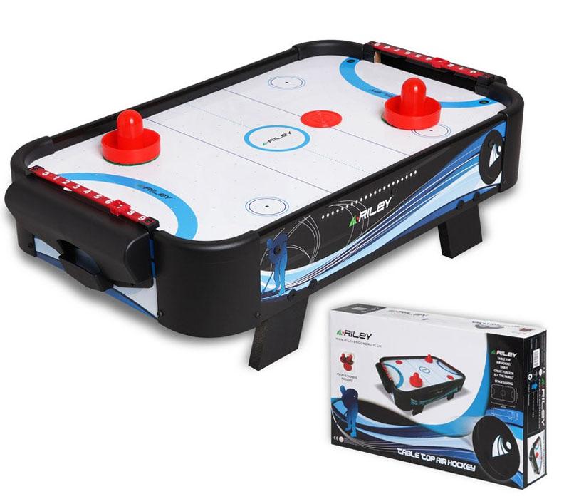 Аэрохоккей Riley 1,5фт06466Настольная игра для детей и взрослых. В нее можно играть целой компанией, соревнуясь в ловкости. Ледовое поле имеет реалистичную разметку. В комплекте: 2 биты и 2 шайбы. Размер игрового поля: 44 x 27см. Диаметр биты: 55 мм. Диаметр шайбы: 41 мм. Электропитание: 6 элементов типа АА 1,5V