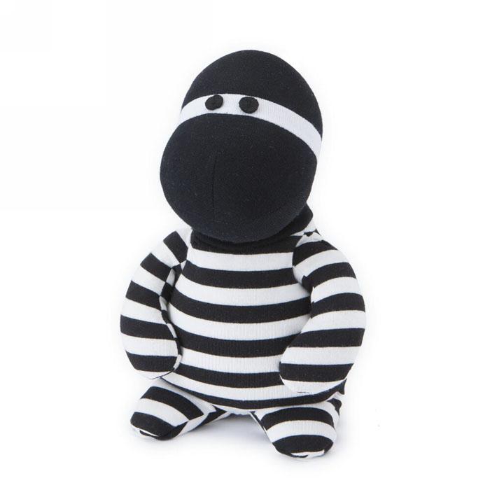 Мягкая игрушка-грелка Warmies Бандито, цвет: черный, белыйSOC-BAN-1Мягкая игрушка-грелка Warmies Бандито, предназначенная для тепловых процедур, обязательно поднимет настроение своему обладателю. Грелка, выполненная из текстиля в виде забавной полосатой игрушки, привлечет внимание не только ребенка, но и взрослого, и сделает процесс использования грелки приятным и комфортным. Игрушка полностью безопасна - состоит из натурального наполнителя: зерен проса и сушеной лаванды. Просо удерживает тепло долгое время, а лаванда обладает успокаивающим, расслабляющим эффектом, помогает заснуть. Лечебные свойства лаванды помогают при простудных заболеваниях. Положите игрушку на 1-2 минуты в микроволновую печь, и она будет греть вас на протяжении 3-4 часов. Оригинальный стиль и великолепное качество исполнения делают эту игрушку-грелку чудесным подарком к любому празднику. Не стирать, протирать влажной тряпкой. Наполнитель: обработанные зерна проса, высушенная лаванда. Для детей от 3-х лет.
