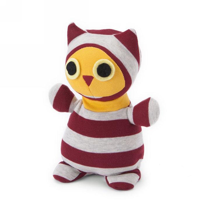 Мягкая игрушка-грелка Warmies Сова Мистер Хутл, цвет: красный, серыйSOC-OWL-1Мягкая игрушка-грелка Warmies Сова Мистер Хутл, предназначенная для тепловых процедур, обязательно поднимет настроение своему обладателю. Грелка, выполненная из текстиля в виде забавной полосатой совы, привлечет внимание не только ребенка, но и взрослого, и сделает процесс использования грелки приятным и комфортным. Игрушка полностью безопасна - состоит из натурального наполнителя: зерен проса и сушеной лаванды. Просо удерживает тепло долгое время, а лаванда обладает успокаивающим, расслабляющим эффектом, помогает заснуть. Лечебные свойства лаванды помогают при простудных заболеваниях. Положите игрушку на 1-2 минуты в микроволновую печь, и она будет греть вас на протяжении 3-4 часов. Оригинальный стиль и великолепное качество исполнения делают эту игрушку-грелку чудесным подарком к любому празднику. Не стирать, протирать влажной тряпкой. Наполнитель: обработанные зерна проса, высушенная лаванда. Для детей от 3-х лет.