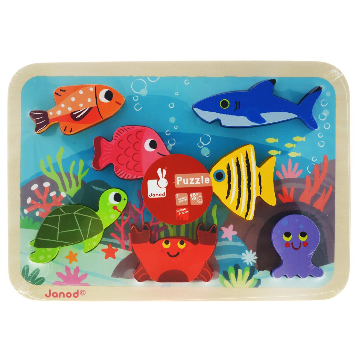Пазл-вкладыш объемный Janod Подводный мир, 7 элементовJ07056Деревянный пазл-вкладыш Janod Подводный мир собирается на специальной деревянной основе с отверстиями, оформленной изображением фрагмента морского дна. Малыш должен расположить по своим местам объемные фигурки в виде трех различных рыбок, черепашки, краба, акулы и осьминога. Благодаря тому, что фигурки объемные, их можно ставить, а значит, использовать в других играх. Вы можете вместе с ребенком придумать занимательные истории с этими животными, а также использовать их в своих рисунках. Для этого приложите вкладыш к листу бумаги и обведите, а потом раскрасьте. Игрушка изготовлена из дерева, выкрашенного яркими красками на водной основе; все края закруглены. Деревянный пазл-вкладыш Janod Подводный мир способствует развитию цветовосприятия, мелкой моторики рук, логического мышления и знакомит малыша с окружающим миром.