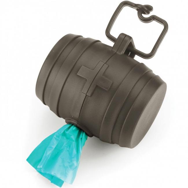Диспенсер для пакетов Umbra Doggie, цвет: серый480380-149Призываем ответственно относиться не только к своим питомцам, но и к чистоте улиц. Специальные пакетики, которые используются на прогулке, легко забыть взять с собой... если только не сделать так, чтобы они всегда были с вами, точнее, с вашей собакой. Специальный диспенсер крепится на ошейник, а внутри уже спрятан рулон из 40 полиэтиленовых пакетов для устранения неожиданностей и неприятностей. Не падает из рук, всегда с вами и выглядит забавно - идеальный спутник ответственного хозяина.
