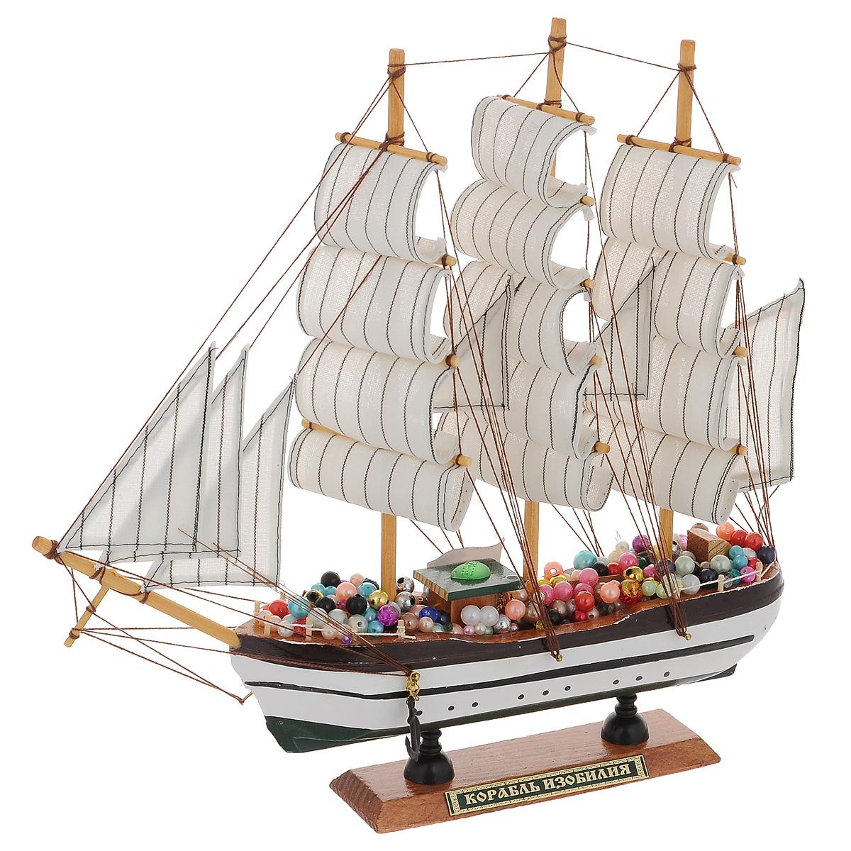 Корабль сувенирный Корабль изобилия, длина 33 см08010202Сувенирный корабль Корабль изобилия, изготовленный из дерева, металла и текстиля, это великолепный элемент декора рабочей зоны в офисе или кабинете. Корабль с парусами и якорями помещен на деревянную подставку. Палуба изделия украшена разноцветными бусинами. Время идет, и мы становимся свидетелями развития технического прогресса, новых учений и практик. Но одно не подвластно времени - это любовь человека к морю и кораблям. Сувенирный корабль наполнен историей и силой океанских вод. Данная модель корабля станет отличным подарком для всех любителей морей, поклонников историй о покорении океанов и неизведанных земель. Модель корабля - подарок со смыслом. Издавна на Руси считалось, что корабли приносят удачу и везение. Поэтому их изображения, фигурки и точные копии всегда присутствовали в помещениях. Удивите себя и своих близких необычным презентом.