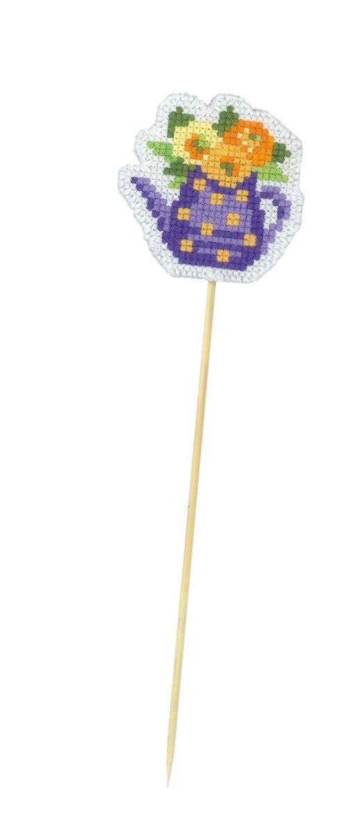 Набор для рукоделия Riolis Украшение для цветов. Кувшинчик, 5,5 х 5,5 см 14991499АСНабор для рукоделия Riolis Кувшинчик поможет вам создать свой личный шедевр - оригинальное украшение для цветов. Работа, выполненная своими руками, станет отличным подарком для друзей и близких! Набор содержит: - пластиковая канва для вышивания; - шерстяные и акриловые нитки Safil (8 цветов); - игла; - деревянный стек; - цветная инструкция.