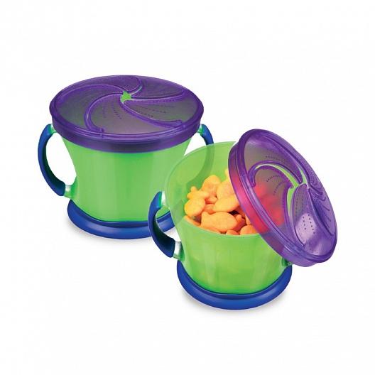 Munchkin контейнер Поймай печенье, в ассортименте11006Контейнер для продуктов с регулируемой крышкой Munchkin Snack Catcher Поймай печенье - Легко достать, а крошкам не упасть! Больше нет разбросанного печенья на полу или в машине! Умный Snack Catcher™ - контейнер для печенья Munchkin позволяет вытащить закуску на удин укус. Содержимое не рассыпется, даже если контейнер перевернется. Мягкие закрылки позволяют достать печенье или кусочки другой еды минимально испачкав пальцы, это тоже большой плюс, поскольку ближайшие к ребенку вещи и поверхности останутся чистыми. • контейнер вмещает 255 гр продуктов • мягкие крышки для легкого доступа • на дне контейнера предусмотрено место для имени ребенка • пища высыпается только по вашему желанию • устойчивый к повреждениям • специальные надежные ручки Sure GripTM • на мягких лепестках специальные шишечки для дополнительного очищения пальцев • мягкие крышки для легкого доступа и специальные включения для «очистки пальцев» • резиновое нескользящее дно • BPA free - не содержит...