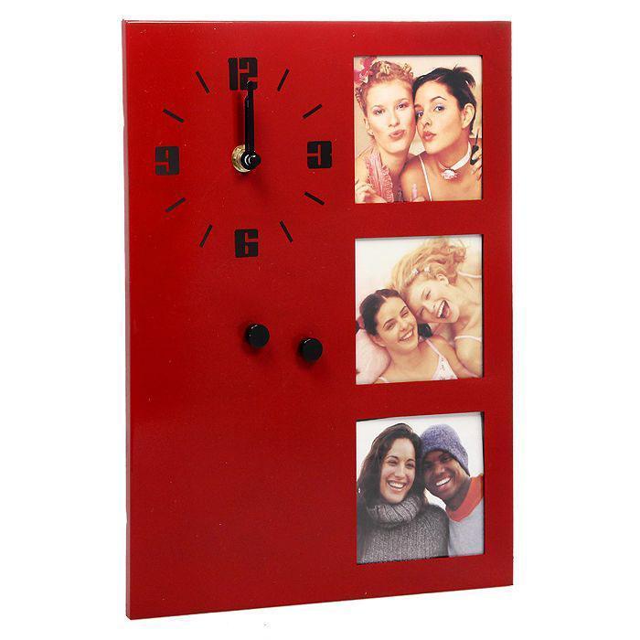 Фоторамка с часами на 3 фотографии, 7,5 х 7,5 см, цвет: красный. 148201148201Оригинальная фоторамка для 3 фотографий выполнена из алюминия. Слева фоторамки находятся кварцевые часы с арабскими цифрами и двумя стрелками: минутной и часовой. Такую фоторамку можно повесить или поставить в любое понравившееся вам место. Фоторамка с часами отлично дополнит ваш интерьер или послужит отличным подарком.