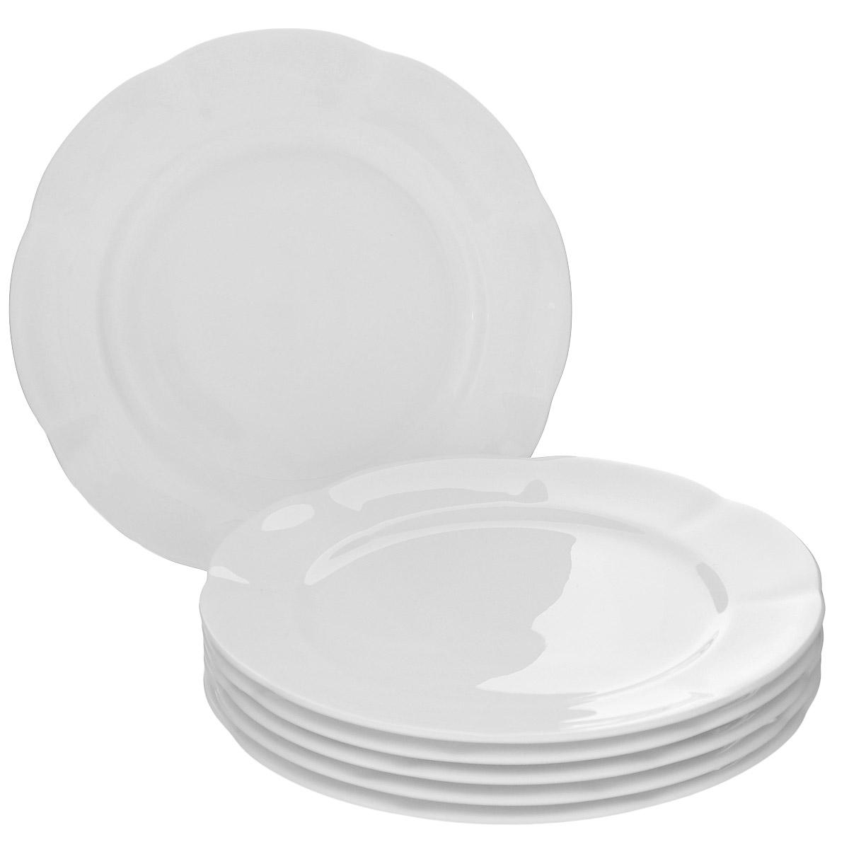 Набор десертных тарелок Royal Bone China White, диаметр 16 см, 6 шт89ww/0305Набор Royal Bone China White состоит из 6 десертных тарелок, выполненных из особого фарфора с 45% содержанием костяной муки. Основным достоинством изделий из костяного фарфора является прозрачность и абсолютно гладкая глазуровка. В итоге получаются изделия, сочетающие изысканный вид с прочностью и долговечностью. Изделия Royal Bone China по праву считаются элитными. Данная торговая марка хорошо известна в Европе и Азии, а теперь и жители нашей страны смогут приобрести потрясающие сервизы. Royal Porcelain Public Company Ltd (Таиланд) - ультрасовременное предприятие, оснащенное немецким оборудованием, ежегодно выпускает более 33 миллионов изделий, которые поставляются более чем в 50 стран. Среди клиентов компании - сети отелей Marriott, Hyatt, Sheraton, Hilton. Компания предлагает разнообразный ассортимент с постоянным обновлением коллекций. Диаметр: 16 см.