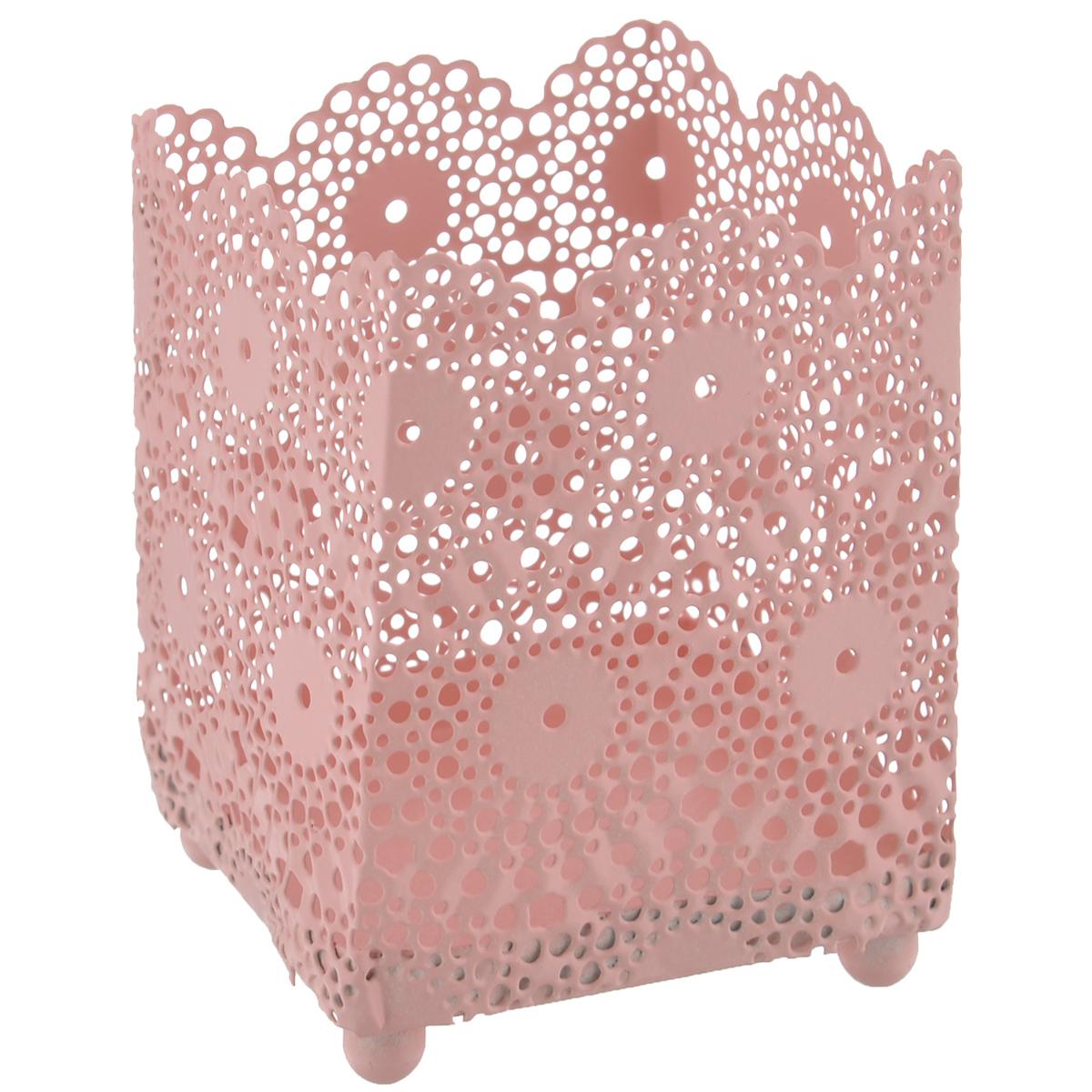 Подсвечник Blossom Line Кружево, цвет: нежно-персиковый, 6,5 х 6,5 х 8,5 смBL0070115Оригинальный подсвечник Blossom Line Кружево изготовлен из металла и оформлен перфорацией в виде кружева. Благодаря чему в комнате при горении свечи будет создаваться особое завораживающее мерцание. Вы можете поставить подсвечник в любом понравившемся вам месте. Размер подсвечника: 6,5 см х 6,5 см. Высота подсвечника: 8,5 см.