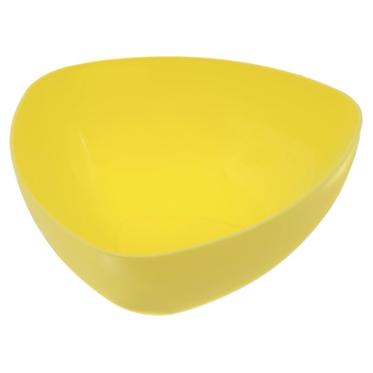 Салатник Ucsan, треугольный, цвет: желтый, 5 лM-748Треугольный салатник Ucsan изготовлен из полипропилена и идеально подходит для сервировки стола. Салатник Ucsan не только украсит ваш кухонный стол и подчеркнет прекрасный вкус хозяйки, но и станет отличным подарком. Размер салатника: 28 х 28 х 12,3 см. Объем салатника: 5 л.