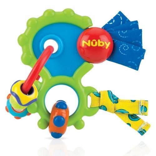 NUBY Прорезыватель игрушка. ID643ID643Специально разработанный мультифактурный прорезыватель Сумасшедшее Колечко обеспечивает развитие мелкой моторики вашего ребенка и в то же время поддерживает процесс его естественного прорезывания зубов. Яркие цвета, эффект хруста и различные структурированные поверхности пробудят интерес вашего ребенка. Во время прорезывания зубов ребенок испытывает боль в деснах, когда ребенок жует Сумасшедшее Колечко - оно приятно массирует блягодаря мягким и твердым материалам с различной структуры. Это обеспечивает успокаивающее облегчение. Особенности: - мультифактурная поверхность (рельефная поверхность развивает мелкую моторику) - яркие цвета стимулируют детское воображение. УХОД: Мыть перед первым использованием в теплой мыльной воде.