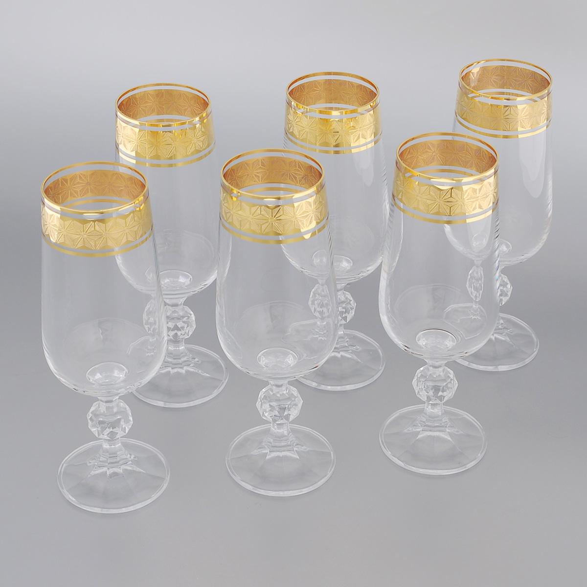 Набор бокалов для шампанского Bohemia Crystal Claudia, 180 мл, 6 шт - Bohemia Crystal700538Набор Bohemia Crystal Claudia состоит из шести бокалов, выполненных из прочного натрий-кальций-силикатного стекла. Изящные бокалы на низких ножках, декорированные золотистым орнаментом и окантовкой, прекрасно подойдут для подачи шампанского. Бокалы излучают приятный блеск и издают мелодичный звон. Бокалы сочетают в себе элегантный дизайн и функциональность. Благодаря такому набору пить шампанское будет еще вкуснее. Набор бокалов Bohemia Crystal Claudiaпрекрасно оформит праздничный стол и создаст приятную атмосферу за романтическим ужином. Такой набор также станет хорошим подарком к любому случаю. Диаметр бокала (по верхнему краю): 4,5 см. Высота бокала: 17,2 см. Диаметр основания: 5,5 см.