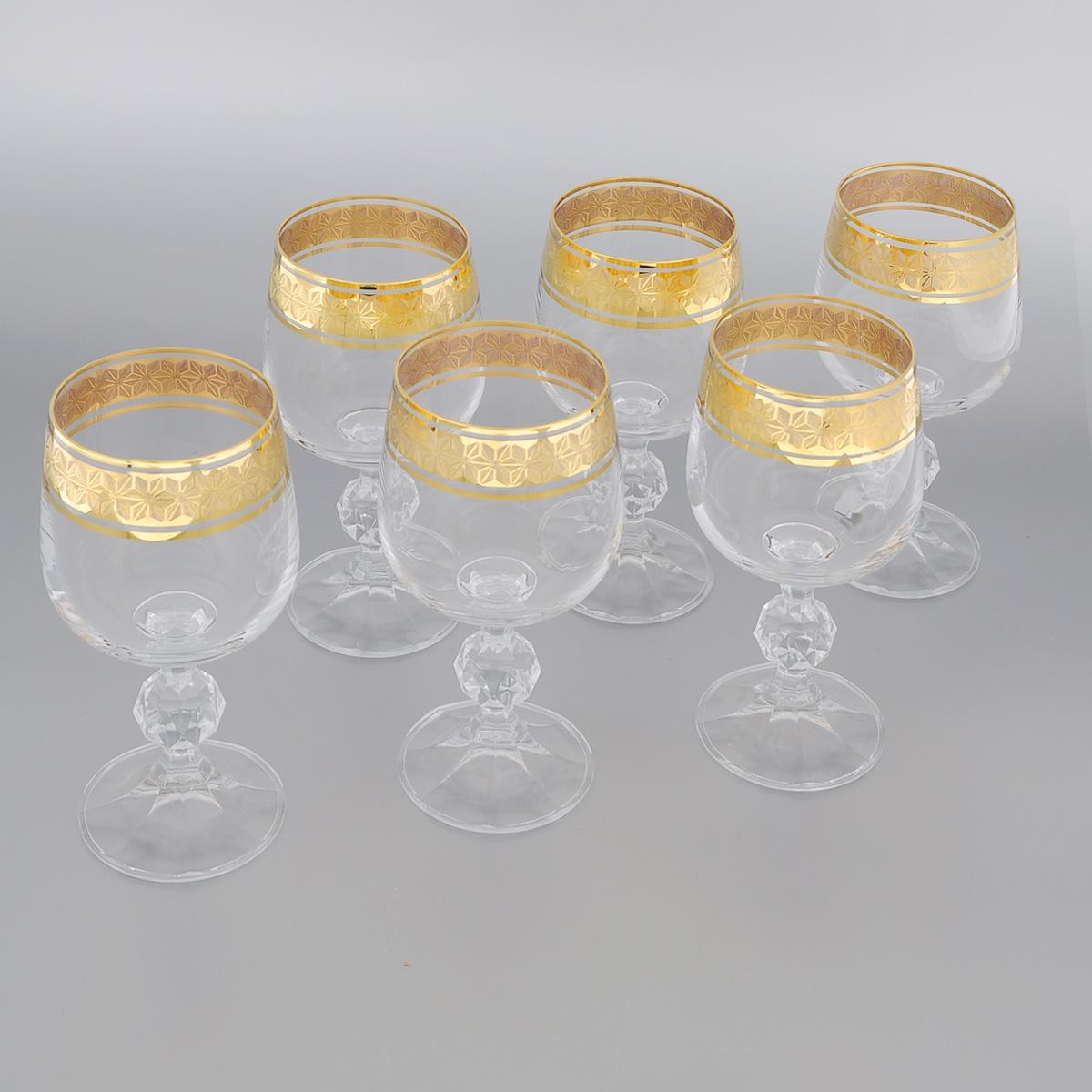 Набор бокалов для вина Bohemia Crystal Claudia, 230 мл, 6 шт700536Набор Bohemia Crystal Claudia состоит из шести бокалов, выполненных из прочного натрий-кальций-силикатного стекла. Изящные бокалы на низких ножках, декорированные золотистым орнаментом и окантовкой, прекрасно подойдут для вина. Бокалы излучают приятный блеск и издают мелодичный звон. Они сочетают в себе элегантный дизайн и функциональность. Благодаря такому набору пить шампанское будет еще вкуснее. Набор бокалов Bohemia Crystal Claudiaпрекрасно оформит праздничный стол и создаст приятную атмосферу за романтическим ужином. Такой набор также станет хорошим подарком к любому случаю. Диаметр бокала (по верхнему краю): 6,2 см. Высота бокала: 15,5 см. Диаметр основания: 6,2 см.