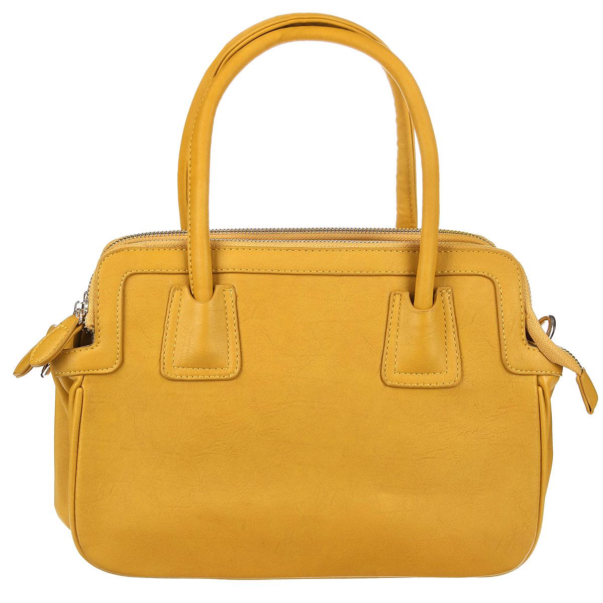 Сумка женская Orsa Oro, цвет: желтый. D-805/49D-805/49Женская сумка Orsa Oro выполнена из высококачественной искусственной кожи. Сумка имеет три отделения, каждое из которых застегивается на молнию. Внутри среднего отделения есть один врезной карман на молнии и два накладных кармашка для мелочей. Сумка оснащена двумя удобными ручками и съемным ремнем, длина которого регулируется пряжкой. Ремень крепится по бокам сумки с помощью карабинов. В комплекте чехол для хранения. Эффектная сумка Orsa Oro подчеркнет вашу яркую индивидуальность и сделает образ завершенным.