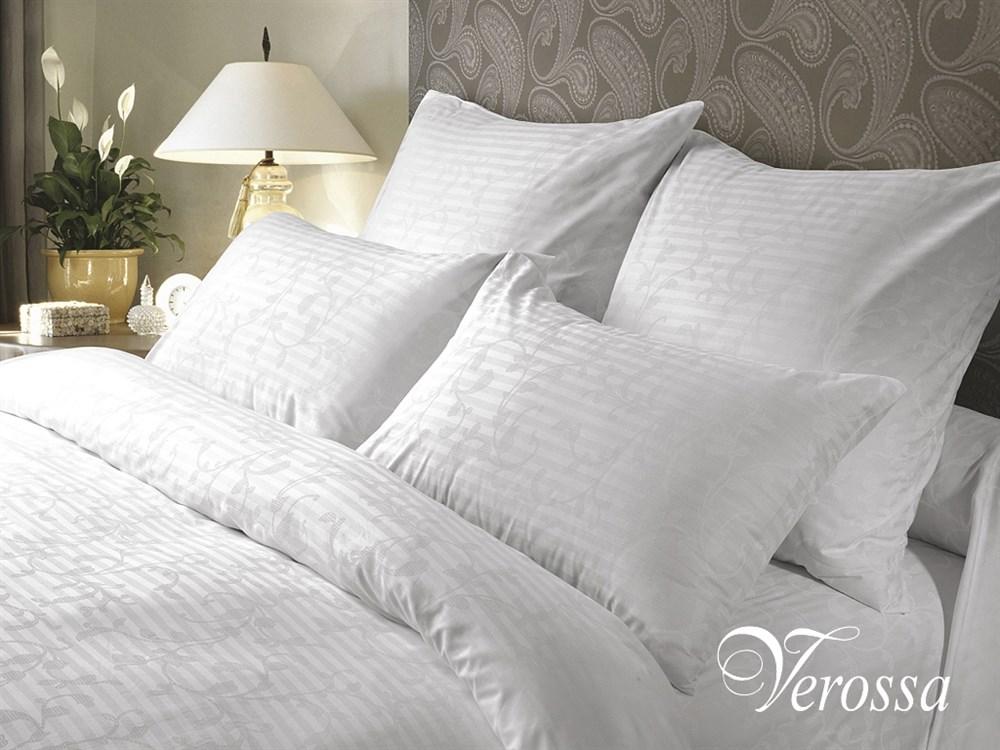 Комплект белья Verossa Кружевная сказка, 2-спальное, наволочки 70х70, цвет: белый. 143808143808Уникальный продукт, не имеющий аналогов на российском рынке. Классическое белое натуральное постельное белье комбинированного переплетения в полоску для людей, ценящих комфорт, стиль и высокое качество. Оригинальная структура ткани достигается за счет сложного переплетения и использования пряжи высоких номеров. Рисунки в виде оригинального ажурного узора с эффектом жаккарда придают особенное изящество.