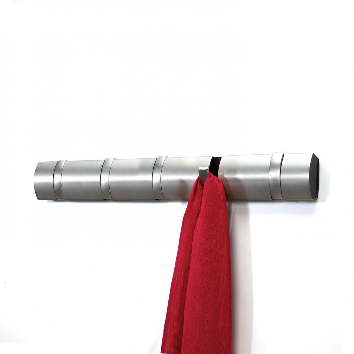 Вешалка настенная Umbra Flip, цвет: стальной, 5 крючков. 318852-410318852-410Стильная и прочная вешалка Umbra Flip интересной формы и оригинального дизайна изготовлена из прочного пластика и металла. Имеет 5 откидных крючков из никеля: когда они не используются, то складываются, превращая конструкцию в абсолютно гладкую поверхность. Вешалка Umbra Flip идеально подходит для маленьких прихожих и ограниченных пространств. Каждый крючок выдерживает вес до 2,3 кг. Размер вешалки: 51 см х 5,5 см х 2 см.