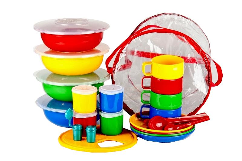 Набор посуды Solaris, 4-8 персонS1801Компактный расширенный набор посуды Solaris на 4-8 персон, в удобной виниловой сумке с ручкой и молнией. Набор посуды рассчитан на 4 персоны, но при необходимости можно обеспечить прием пищи для 8 человек: набор имеет 8 мисок/тарелок (по 4 шт.), 8 чашек/стаканов (по 4 шт.), 8 вилок/ложек (по 4 шт.). Свойства посуды: Посуда из ударопрочного пищевого полипропилена предназначена для многократного использования. Легкая, прочная и износостойкая, экологически чистая, эта посуда работает в диапазоне температур от -25°С до +110°С. Можно мыть в посудомоечной машине. Эта посуда также обеспечивает: Хранение горячих и холодных пищевых продуктов; Разогрев продуктов в микроволновой печи; Приготовление пищи в микроволновой печи на пару (пароварка); Хранение продуктов в холодильной и морозильной камере; Кипячение воды с помощью электрокипятильника. Состав набора: 4 миски с герметичной крышкой, объем 1,2 л. 4 тарелки; 4 чашки,...