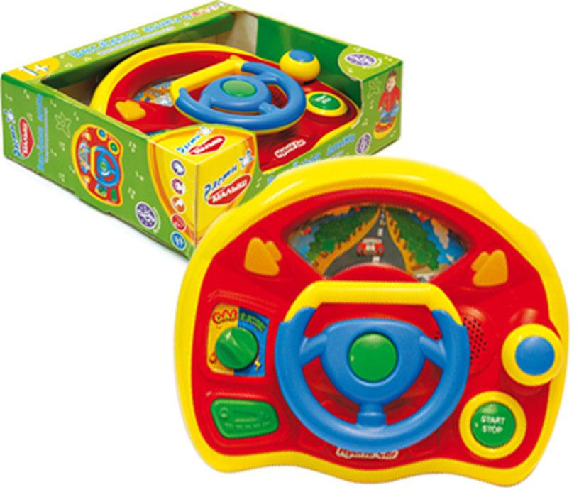 Расти малыш Развивающая игрушка Веселые гонкиTV80N;TV80NkРазвивающая игрушка Веселые гонки со звуковыми и световыми эффектами, непременно понравится вашему малышу и станет для него любимой игрушкой. Это самый настоящий руль! Управляя своим первым автомобилем, ребенок почувствует себя настоящим водителем! Ведь он проезжает мимо заправок, кинотеатров, сказочных парков. Ребенок сам решает, на каком виде топлива и с какой скоростью поедет его автомобиль. Поворот руля сопровождается световыми сигналами поворота. При разгоне и торможении (ручка газа) автомобиль издает характерные звуки. Порадуйте своего ребенка таким замечательным подарком! Для работы необходимо 2 батарейки типа АА (комплектуется демонстрационными).