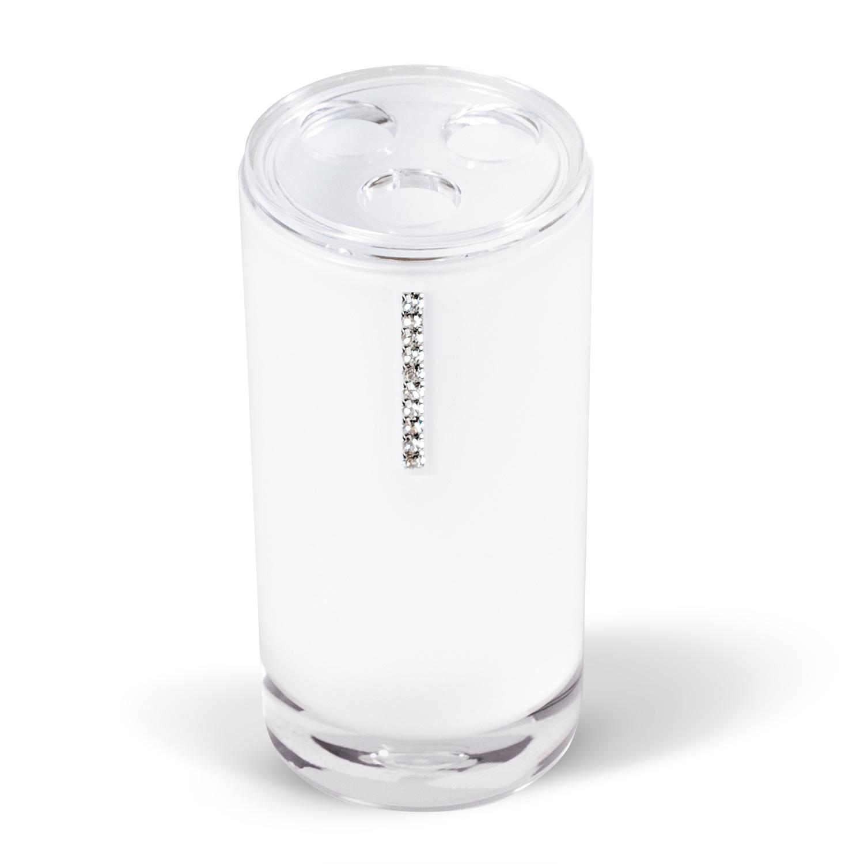 Стакан для зубных щеток Tatkraft Diamond White, цвет: белый12400Стакан для зубных щеток Diamond White изготовлен из акрила белого цвета и украшен стразами. Стакан имеет три отверстия для зубных щеток. Зубная щетка легко загрязняется, поэтому ее следует содержать в абсолютной чистоте. Хранение зубных щеток в специальном стакане заметно снижает количество микроорганизмов в самой щетке, а щетинки сохраняют свою твердость и форму. Стакан Diamond White сохранит ваши зубные щетки и станет стильным аксессуаром, который украсит интерьер ванной комнаты.