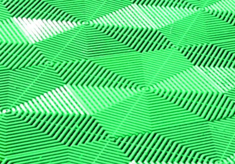 Плитка для пола Helex, цвет: зеленый, 40 см х 40 см х 1,8 см, 6 штHLЗПлитка для пола Helex - модульное напольное покрытие, изготовленное из высококачественного материала, основой для которого служат высокомолекулярные соединения (полимеры). Покрытие имеет повышенную жесткость, износостойкость и механическую прочность (выдерживает нагрузку до 25 тонн на кв.м.) и с легкостью выдерживает любой автомобиль. Материал покрытия устойчив как к отрицательным (-25°С), так и к положительным (+70°С) температурам, не теряет свой цвет под солнцем в течение многих лет. Оригинальный узор на плитке под разным углом зрения каждый раз создает впечатление нового рисунка в вашем саду. Увеличенный размер плитки по сравнению со стандартным повышает ее надежность и прочность под тяжестью любых предметов. Такое покрытие может использоваться для обустройства парковочных площадок около загородных домов, площадок перед беседкой или баней, садовых и прогулочных дорожек, детских и спортивных площадок, стационарных и переносных бассейнов, площадок барбекю, зон...