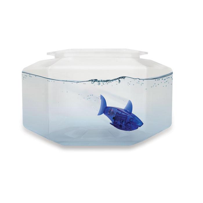 Микро-робот рыбка Hexbug Aquabot Shark, с аквариумом, цвет: синий460-2914_синийУникальный микро-робот рыбка Hexbug Aquabot Shark изготовлен из безопасного пластика и выполнен в виде забавной рыбки. Теперь микро-роботы осваивают и водные глубины! Hexbug Aquabot Shark плавает как настоящая рыба и непредсказуем в направлении движения. Опустите его в воду и он оживет! Если микро-робот замер, то достаточно просто всколыхнуть воду и он снова поплывёт. Вне воды он автоматически выключается. В комплект с рыбкой входит пластиковый аквариум. Для работы игрушки необходимы 2 батареи типа LR44 (товар комплектуется демонстрационными) Гарантия: 15 дней. Размер аквариума: 19 см х 16,5 см х 10 см.