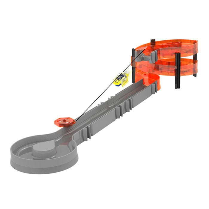 Игровой набор Hexbug Nano Zip Line Starter, 24 предмета477-2087Новый нанодром Hexbug Nano Zip Line Starter — это набор с канатной дорогой для более интересных и разнообразных путешествий нано-роботов. Теперь жукам не обязательно преодолевать долгий путь сверху вниз по спиральным элементам, а можно быстро и весело спуститься по канатной дорожке и продолжить дальше свой путь. В игре с таким набором можно придумать еще больше сюжетов: нано-спасатель или нано-альпинист? Может кому-то нужна срочная помощь и требуется немедленно прибыть на место? Теперь это не проблема — стоит только протянуть канатную дорогу до нужной местности и спасатель прибудет туда практически мгновенно! В комплектацию набора входят прямые, спиральные элементы, разворотная площадка, канатная дорога с креплением, микро-робот редкого цвета и рюкзаки, которые можно одеть на любого микро-робота Hexbug Nano. Так что можно играть даже с целыми командами быстрого реагирования! Само же устройство канатной дороги крайне простое: на верхние...