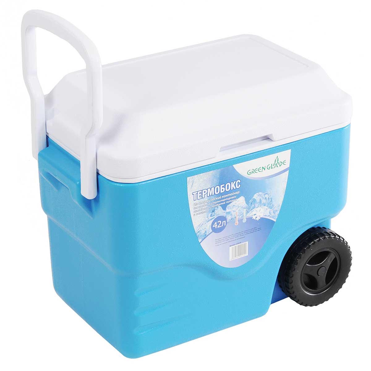 Контейнер изотермический Green Glade, на колесиках, цвет: голубой, 42 лС22420Удобный и прочный изотермический контейнер Green Glade предназначен для сохранения определенной температуры продуктов во время длительных поездок. Корпус и крышка контейнера изготовлены из высококачественного пластика. Между двойными стенками находится термоизоляционный слой, который обеспечивает сохранение температуры. У контейнера одно большое вместительное отделение. Крышка закрывается плотно. У контейнера имеются два колеса и большая ручка для более удобной транспортировки. При использовании аккумулятора холода контейнер обеспечивает сохранение продуктов холодными до 12 часов. Контейнер идеально подходит для отдыха на природе, пикников, туристических походов и путешествий. Контейнеры Green Glade можно использовать не только для сохранения холодных продуктов, но и для транспортировки горячих блюд. В этом случае аккумуляторы нагреваются в горячей воде (температура около 80°С) и превращаются в аккумуляторы...