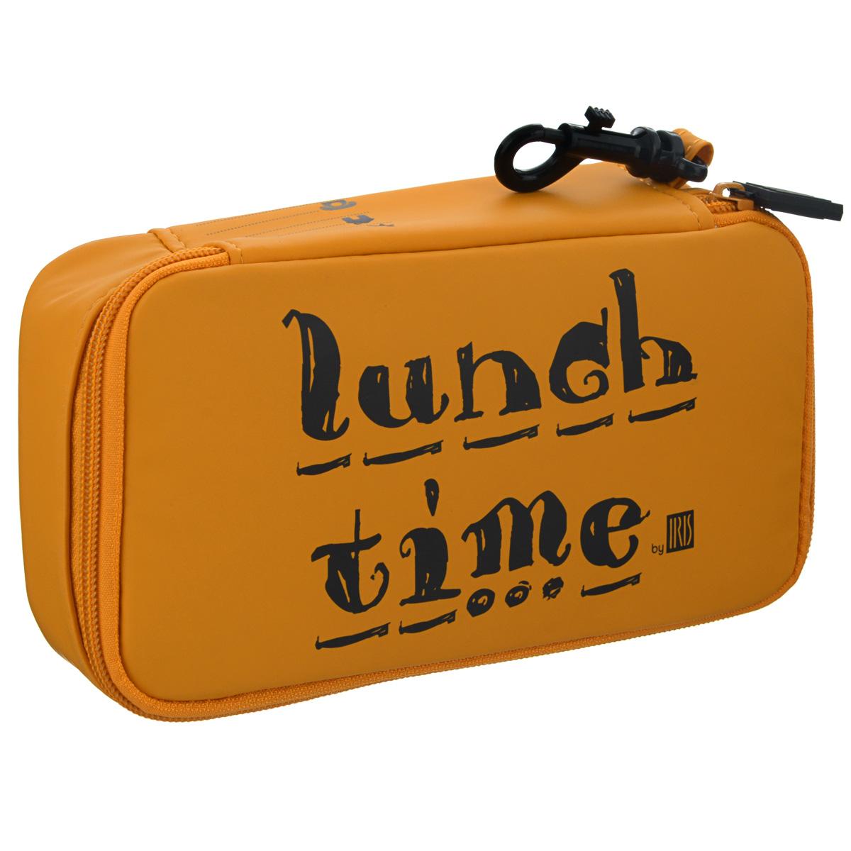 Термобутербродница Iris Barcelona Lunch Time, цвет: оранжевый, 21 х 11,5 х 5 см9924-TOТермобутербродница Iris Barcelona Lunch Time выполнена из высококачественного полиэстера и идеально подходит, чтобы взять с собой в школу, на прогулку или в поездку. В течение нескольких часов сохранит еду свежей и вкусной благодаря специальному внутреннему покрытию из теплоизолирующего материала. Специальный фиксирующий поясок не позволит бутерброду распасться. Имеет внутренний карман для салфеток. Плотный материал стенок сохранит бутерброд от любых внешних воздействий и сохранит его форму. Можно написать имя и контактные данные владельца. Безопасный пластмассовый карабин позволит легко пристегнуть бутербродницу к ранцу или сумке. Заменяет все одноразовые упаковки. При бережном использовании прослужит не один год.