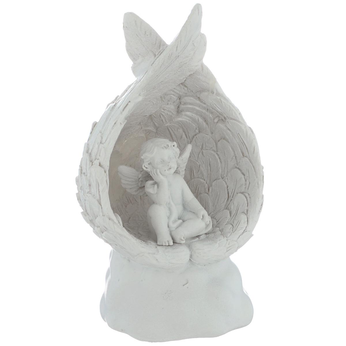 Фигурка декоративная Ангел на крыльях, с подсветкой, высота 12,5 см36679Декоративная фигурка Ангел на крыльях изготовлена из полирезины. Изделие оснащено внутренней подсветкой, меняющей цвет свечения. Такая фигурка будет потрясающе смотреться в интерьере комнаты и станет прекрасным сувениром к любому случаю. Работает от 2 батареек типа LR44 (входят в комплект). Мощность: 0,1 Вт. Напряжение: 3,25 В.