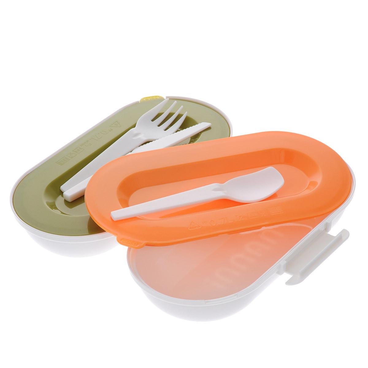 Ланчбокс Iris Barcelona Nanni, с контейнерами и приборами, цвет: черный8423-PЛанчбокс Iris Barcelona Nanni представляет собой пластиковый контейнер с двумя отделениями. Отделения плотно закрываются разноцветными крышками с силиконовыми вставками, что дольше сохраняет еду свежей. Внутри имеется специальная выемка для столовых приборов (ложка, вилка, нож), выполненных из пластика белого цвета. Контейнер закрывается на защелку. Контейнер помещается в неопреновую сумочку, затягивающуюся на шнурок. С задней стороны сумки имеется вкладыш для записи имени, адреса и телефона. Сбоку расположена петелька с карабином, за которую ланчбокс можно подвесить к рюкзаку или багажу. Никто даже не догадается, если вы того не захотите, что у вас с собой обед! Такой ланчбокс пригодится где угодно: его можно взять с собой на работу, учебу, прогулку или в поездку. Компактный, но в тоже время функциональный контейнер вместит обед из двух блюд. Он сохранит еду свежей и вкусной, а компактный размер не займет много места в сумке или багаже. Объем...
