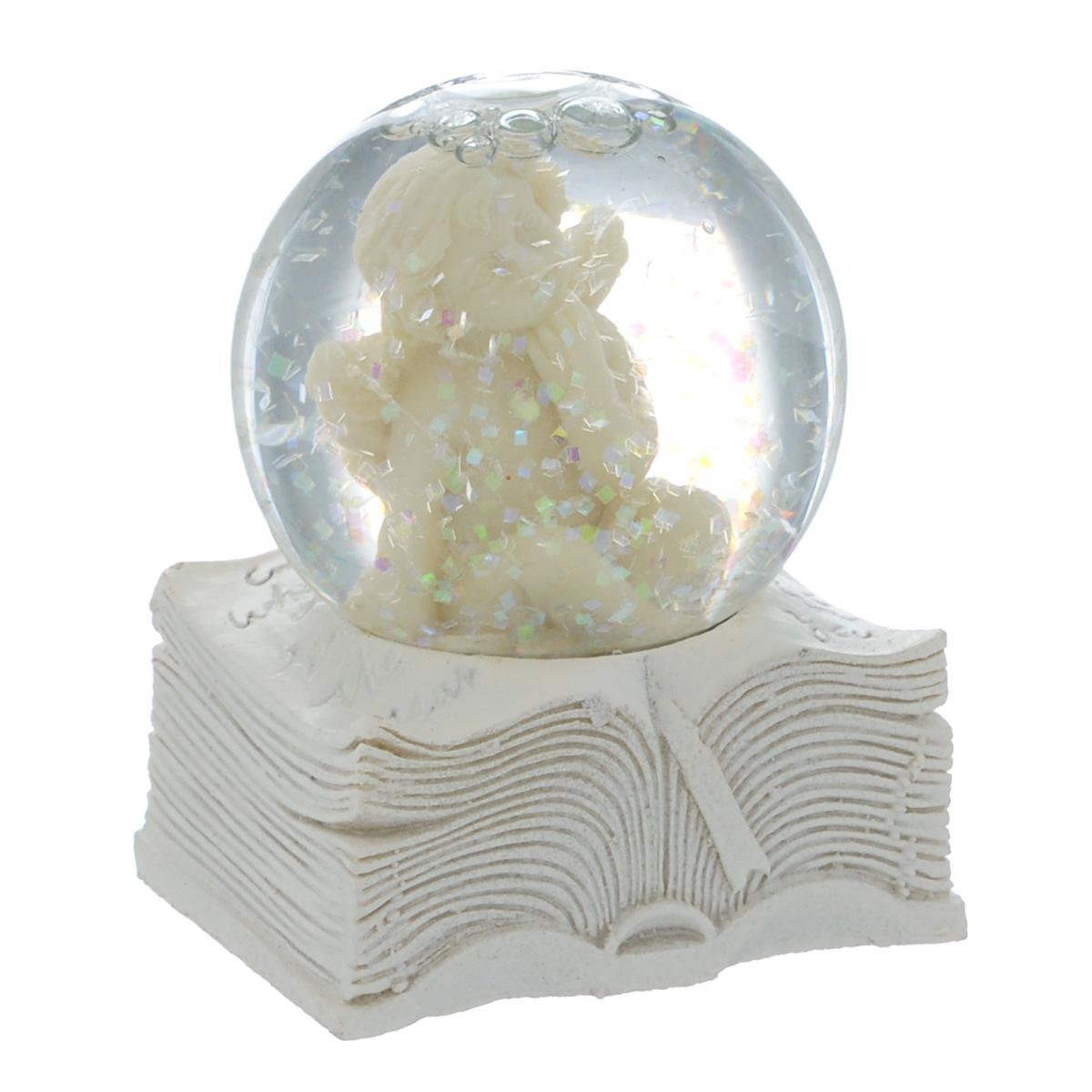 Водяной шар Ангел и книга, высота 6,5 см36682Водяной шар Ангел и книга представляет собой стеклянный шар с фигуркой ангела внутри. Шар наполнен нетоксичной прозрачной жидкостью с блестками и установлен на подставке в виде книги, выполненной из полирезины. Водяной шар - классический вариант сувенира, который придется по душе каждому.