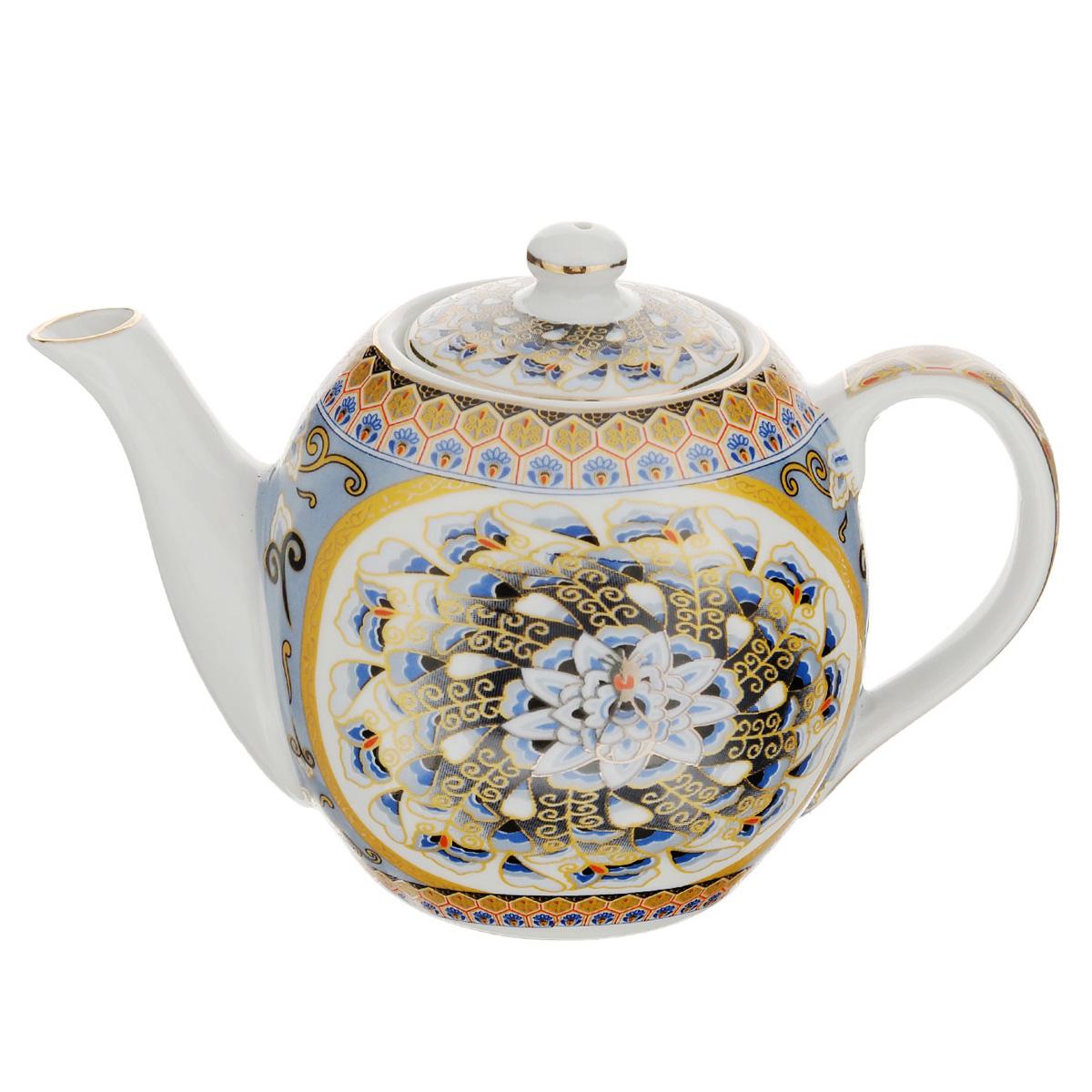 Чайник заварочный Saguro Перо павлина, 470 мл543-285Заварочный чайник Saguro Перо павлина изготовлен из высококачественного фарфора и покрыт слоем сверкающей глазури. Посуда оформлена изысканными узорами в виде перьев павлина и эмалью золотистого цвета. Такой чайник прекрасно дополнит сервировку стола к чаепитию и станет его неизменным атрибутом. Не использовать в микроволновой печи. Объем: 470 мл. Диаметр (по верхнему краю): 6 см. Высота стенки (без учета крышки): 9 см.