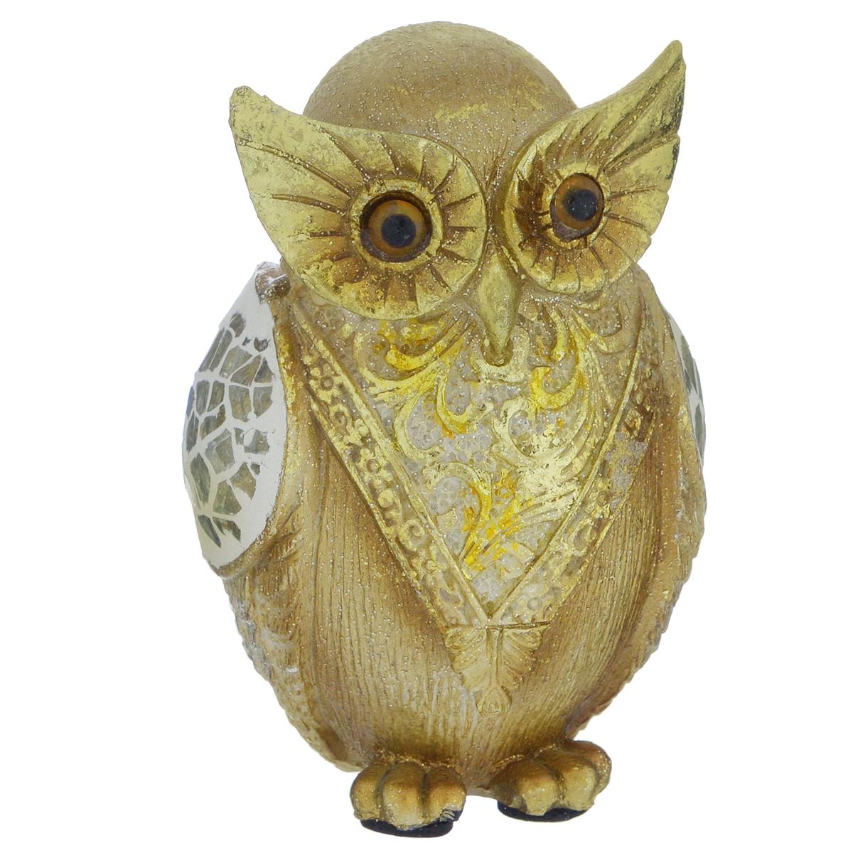 Фигурка декоративная Molento Золотая сова, высота 8,5 см549-198Декоративная фигурка Molento Золотая сова, изготовленная из полистоуна, выполнена в виде совы и украшена блестками. Такая фигурка станет отличным дополнением к интерьеру. Вы можете поставить фигурку в любом месте, где она будет удачно смотреться, и радовать глаз. Кроме того, фигурка Золотая сова станет чудесным сувениром для ваших друзей и близких. Размер фигурки: 5,5 см х 5 см х 8,5 см.