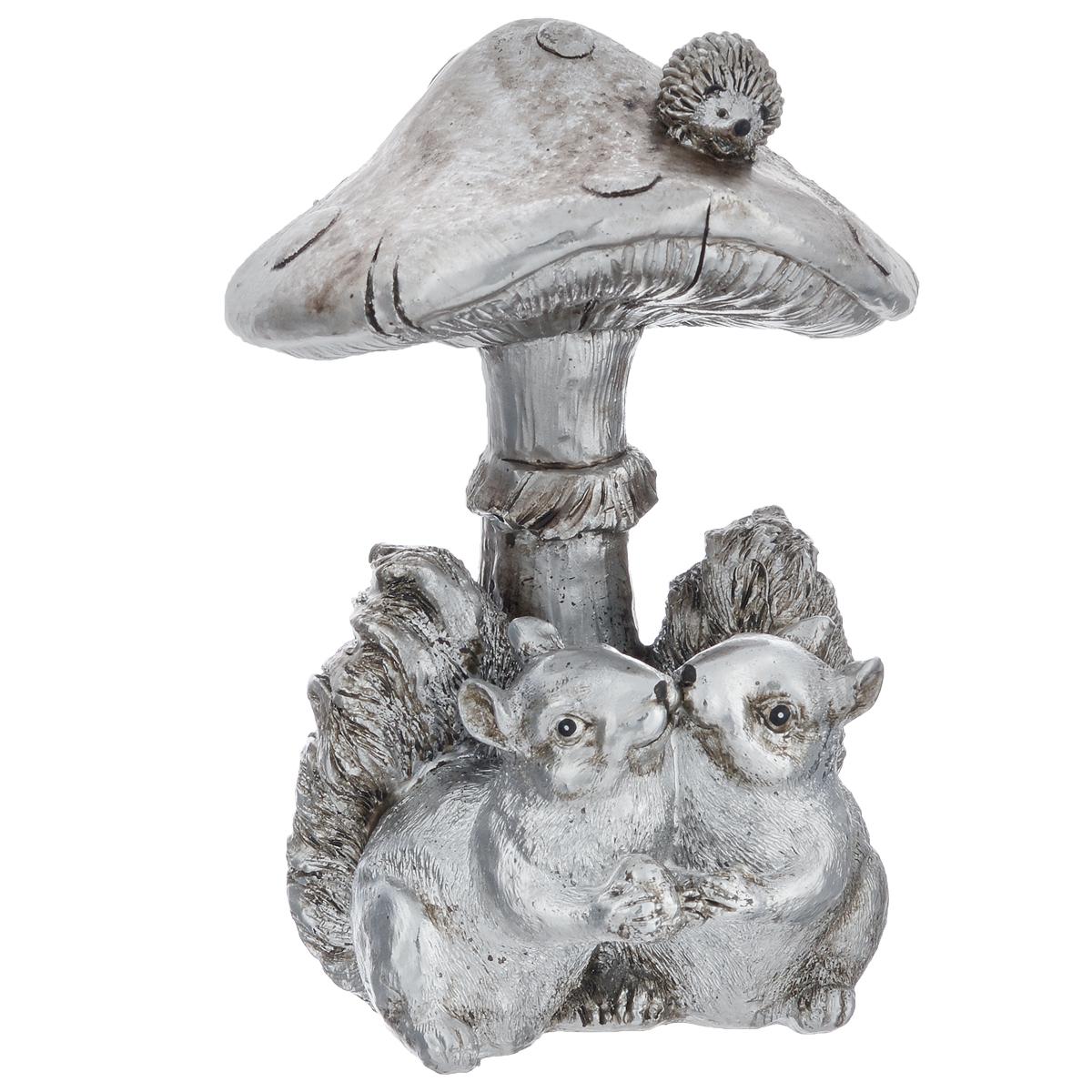 Фигурка декоративная Molento Белки под грибом, высота 14,5 см549-207Декоративная фигурка Molento Белки под грибом, изготовленная из полистоуна, выполнена в виде двух белок под грибом. Такая фигурка станет отличным дополнением к интерьеру. Вы можете поставить фигурку в любом месте, где она будет удачно смотреться, и радовать глаз. Кроме того, фигурка Белки под грибом станет чудесным сувениром для ваших друзей и близких. Размер фигурки: 11 см х 10,5 см х 14,5 см.