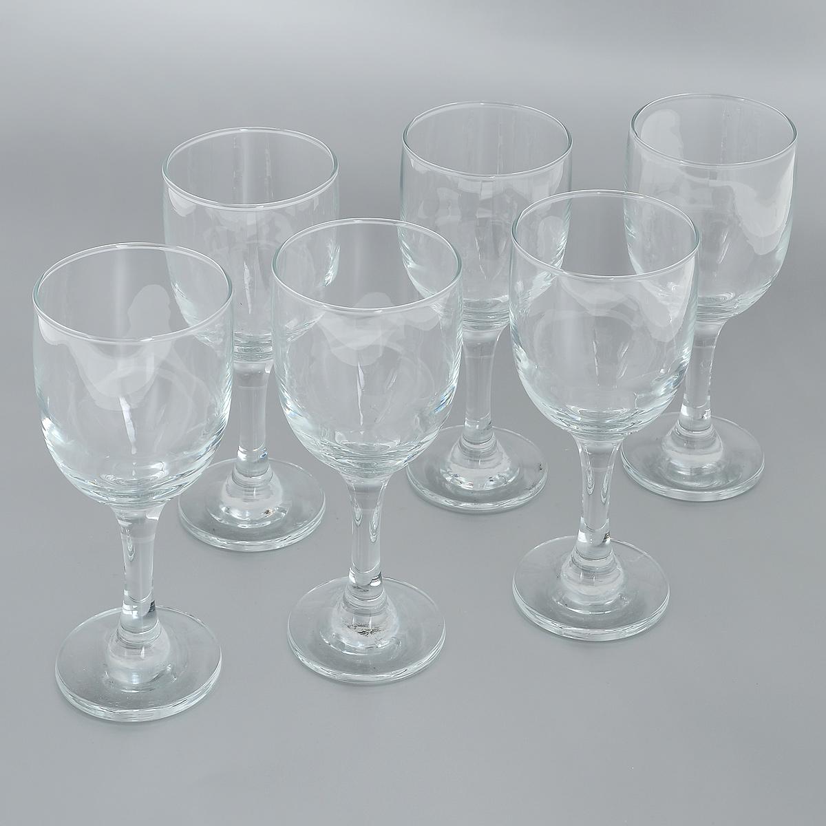 Набор бокалов для красного вина Pasabahce Royal, 200 мл, 6 шт44352BНабор Pasabahce Royal состоит из шести бокалов, изготовленных из прочного натрий-кальций-силикатного стекла. Изделия, предназначенные для подачи красного вина, несомненно придутся вам по душе. Бокалы сочетают в себе элегантный дизайн и функциональность. Благодаря такому набору пить напитки будет еще вкуснее. Набор бокалов Pasabahce Royal идеально подойдет для сервировки стола и станет отличным подарком к любому празднику. Можно мыть в посудомоечной машине и использовать в микроволновой печи. Диаметр бокала по верхнему краю: 6,5 см. Высота бокала: 16,5 см.