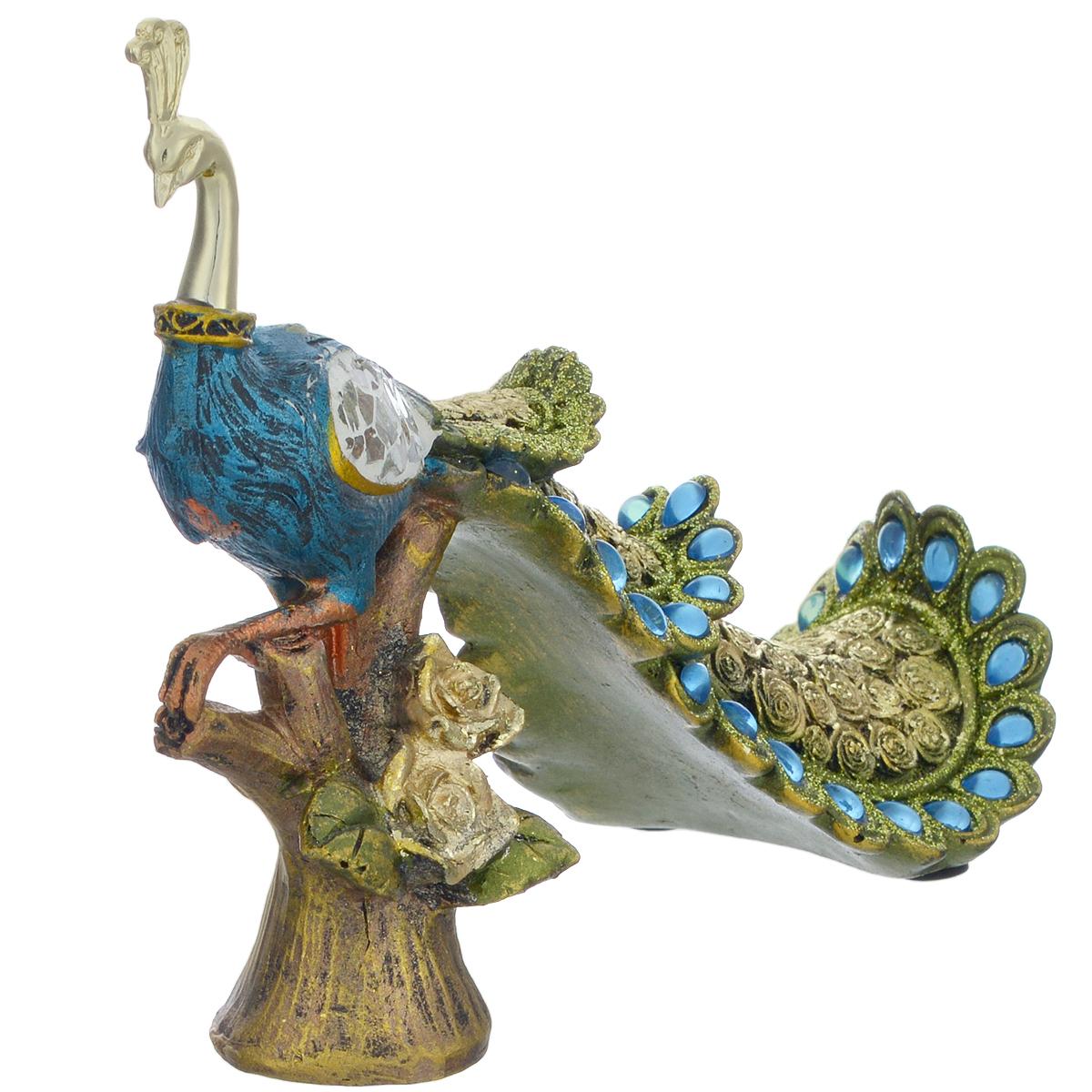 Фигурка декоративная Molento Райская птица, высота 14 см549-189Декоративная фигура Molento Райская птица, изготовленная из полистоуна, позволит вам украсить интерьер дома, рабочего кабинета или любого другого помещения оригинальным образом. Изделие, выполненное в виде павлина, оформлено рельефным рисунком, блестками, стразами и зеркальной россыпью. С такой декоративной фигурой вы сможете не просто внести в интерьер элемент оригинальности, но и создать атмосферу загадочности и изысканности. Размер фигурки: 19 см х 7 см х 20,5 см.