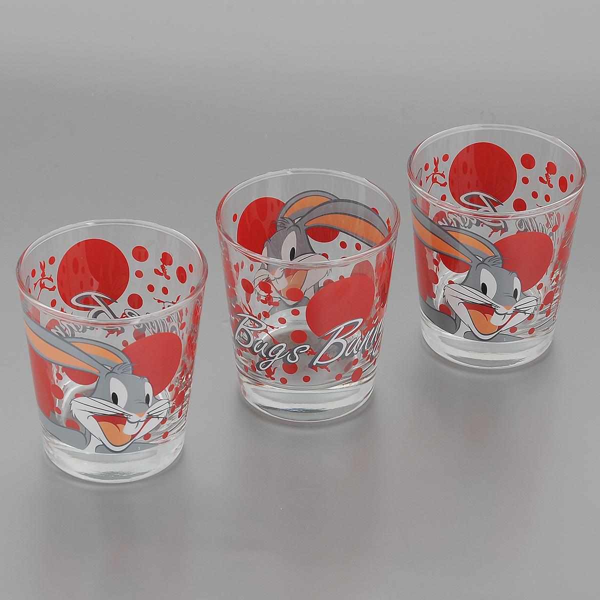 Набор стаканов Pasabahce Bugs Bunny, 180 мл, 3 шт42874B/DНабор Pasabahce Bugs Bunny состоит из трех стаканов, выполненных из прочного натрий-кальций-силикатного стекла. Стаканы декорированы изображением Диснеевского героя - Багза Банни. Изделия хорошо удерживают тепло, не нагреваются. На них не выгорает и не вымывается рисунок. Теперь заставить вашего малыша сесть поесть будет очень просто. Посуда Pasabahce будет радовать детей яркими и интересными рисунками, а родителей качеством изготовления. Не рекомендуется мыть в посудомоечных машинах и использовать в микроволновых печах. Диаметр стакана по верхнему краю: 7 см. Высота стакана: 8 см.