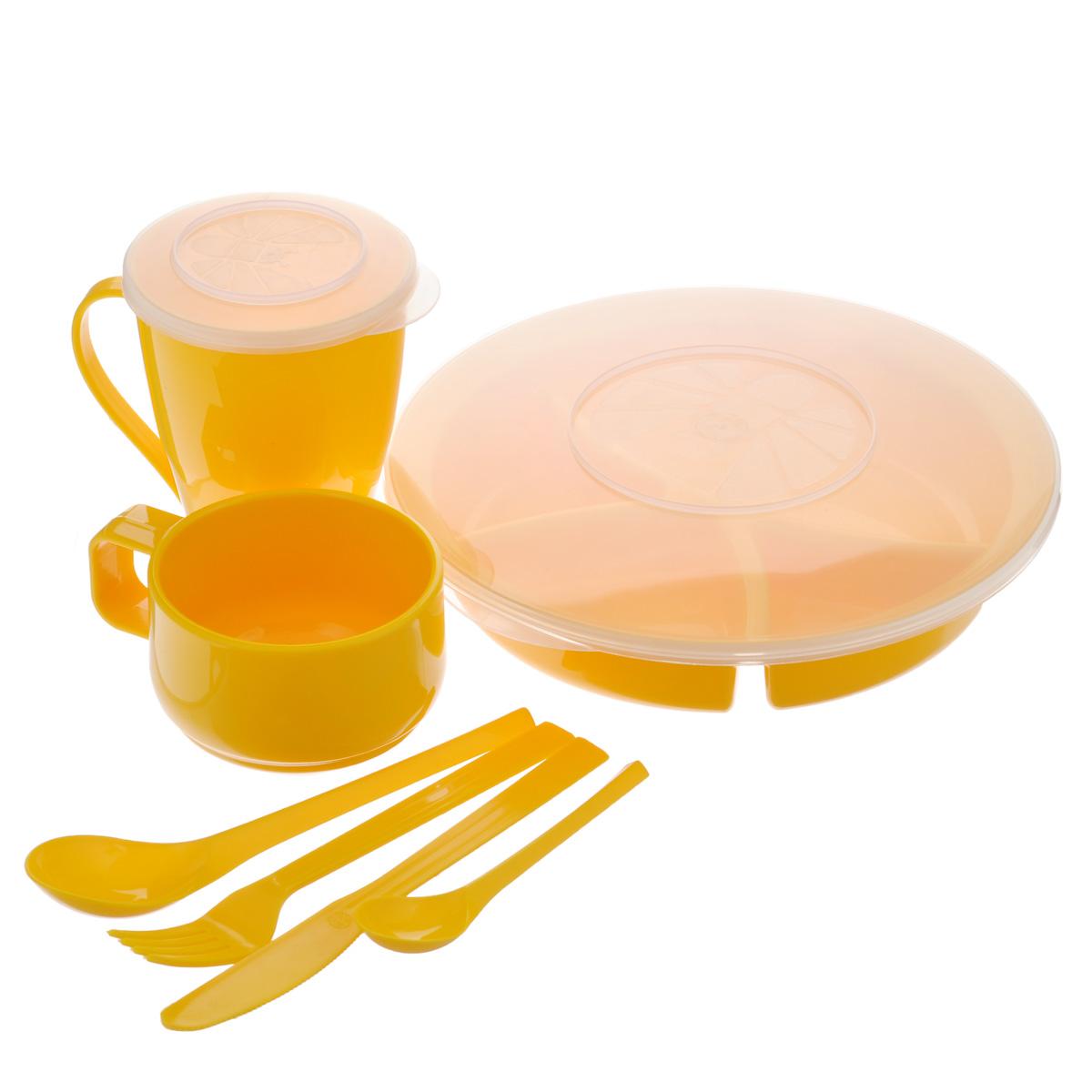 Набор посуды Solaris Вахтовый метод, цвет: желтый, на 1 персонуS1102Компактный набор посуды Solaris Вахтовый метод, выполненный из качественного полипропилена, в удобной виниловой сумке с ручкой и молнией. Свойства посуды: Посуда из ударопрочного пищевого полипропилена предназначена для многократного использования. Легкая, прочная и износостойкая, экологически чистая, эта посуда работает в диапазоне температур от -25°С до +110°С. Можно мыть в посудомоечной машине. Эта посуда также обеспечивает: Хранение горячих и холодных пищевых продуктов; Разогрев продуктов в микроволновой печи; Приготовление пищи в микроволновой печи на пару (пароварка); Хранение продуктов в холодильной и морозильной камере; Кипячение воды с помощью электрокипятильника. Состав набора: Менажница с герметичной крышкой; Чашка для супа с герметичной крышкой, объем 0,5 л; Чашка объемом 0,28 л; Вилка; Ложка столовая; Нож; Ложка чайная. Диаметр менажницы: 22,5 см. Высота менажницы: 5...